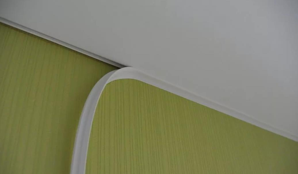 chto-v-nachale-potolok-ili-oboi Что в начале обои или потолок?