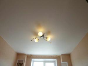natyazhnoj-potolok-spalnya-21-300x225 Матовый натяжной потолок