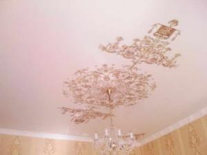 natyazhnye-potolki-kartinki-44-300x300 Натяжные потолки картинки в интерьере
